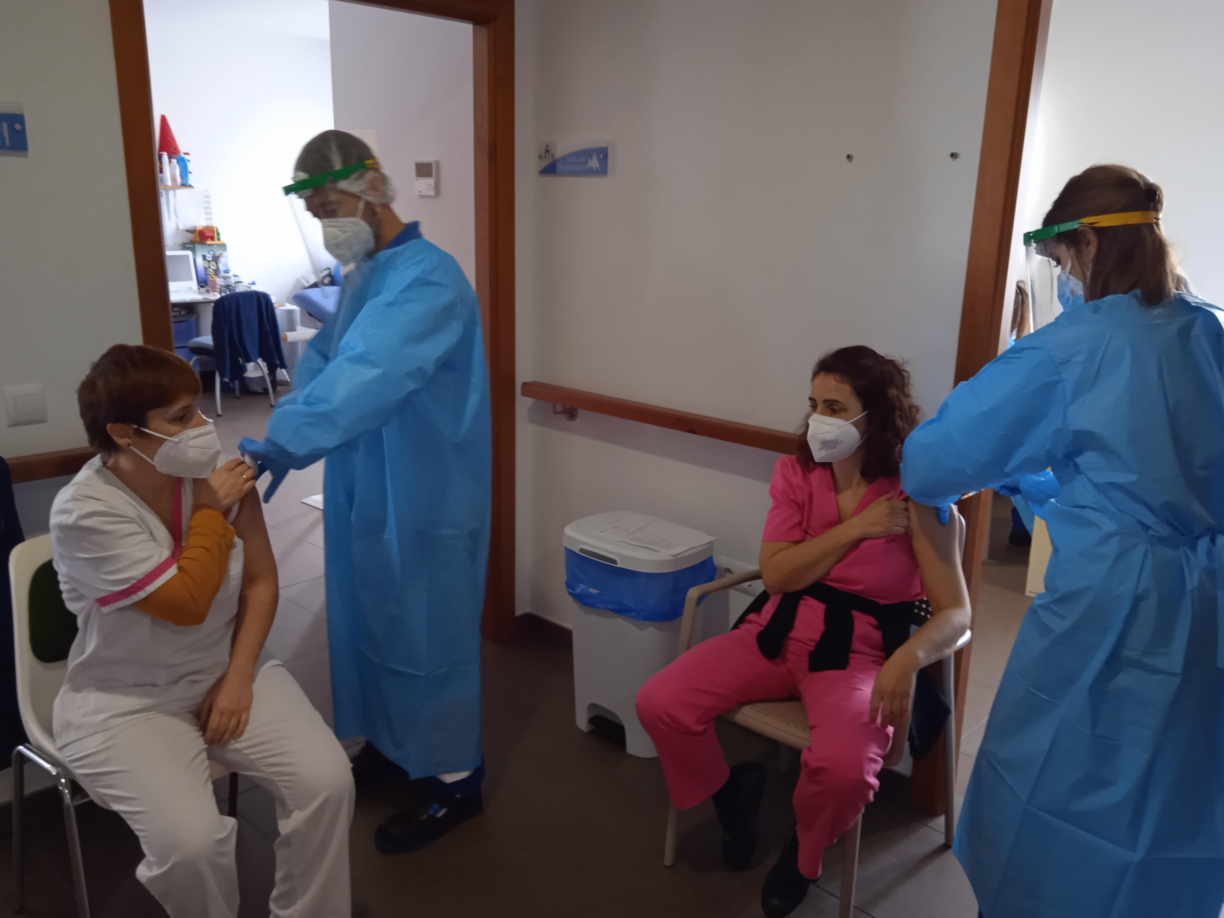 Primera dosis de la vacuna contra el Covid-19 en  AFA VEJER